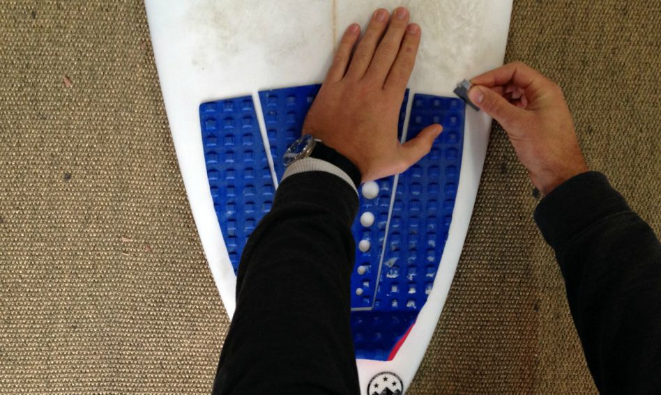 How to remove surfboard tail pad grip