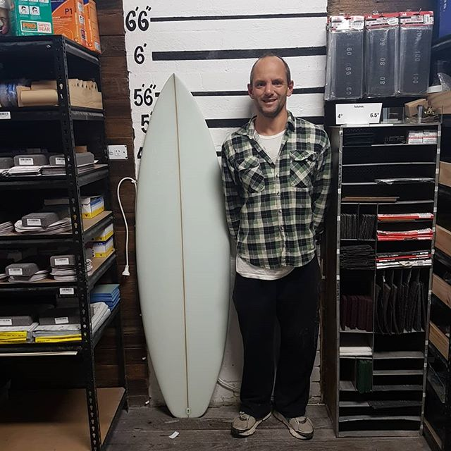 Tim made up a HP shorty this man new what he want. Came with his own template, rocker dims and put a single into double concave. No logos and bullshit just a fantastic hp shorty with will go like the clappers. A big well don Tim.