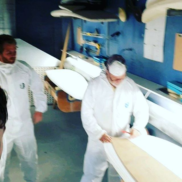 Private Course at the Studio today, got 4 lads who booked into a course to experience the making of the humble surf craft. Rousa has come down from the Westcoast to give the crew 45 years of knowledge in the shaping. And tomorrow he will be running a one on one handshape course starting with the planer.